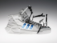 Roboter (Robot) - A robotic sneaker that can clean itself and tie its own laces.