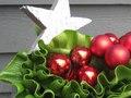 Stylish Xmas table decoration.  Décors stylisé de table de Noël
